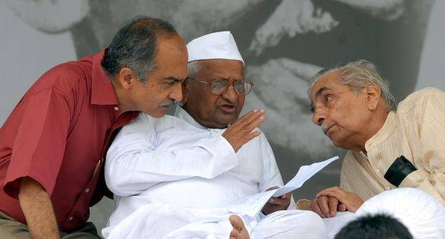 Social activist Anna Hazare having a word with his team members Prashant Bhushan and Shanti Bhushan during the fast for Jan Lokpal Bill at Ramlila Maidan in New Delhi.