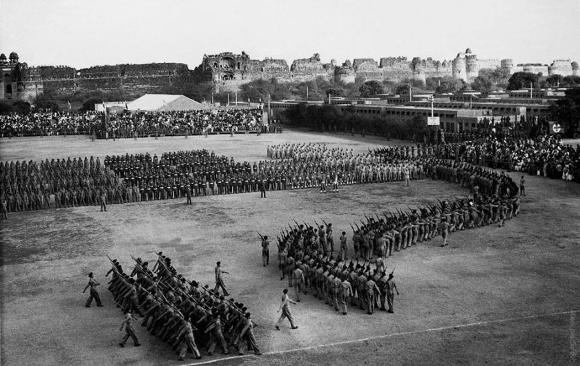 THE FIRST REPUBLIC DAY PARADE  JANUARY 26 1950  - PICTURE BY HOMAI VYARWALA